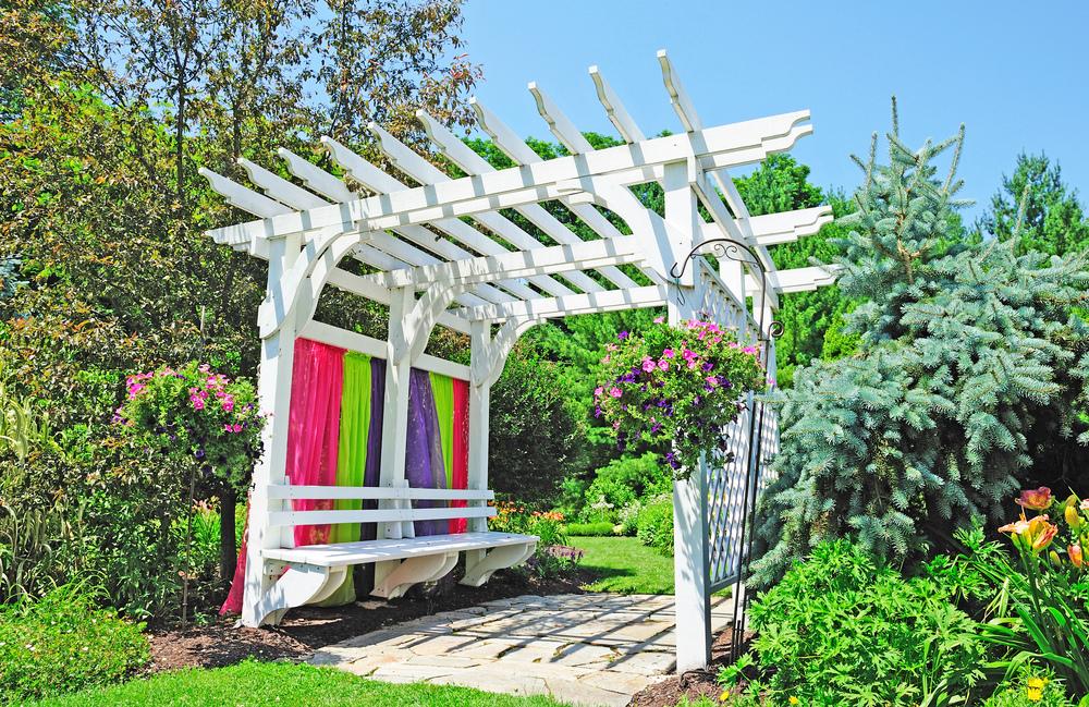 Оригинальная идея для садовой арки