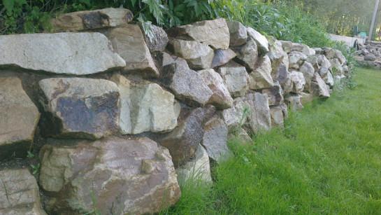 Подпорная стенка из бутового камня