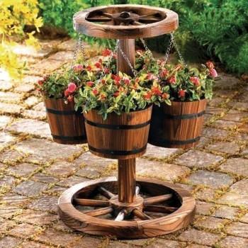 деревянное кашпо для сада