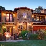 Прекрасный дизайн дворовой территории частного дома