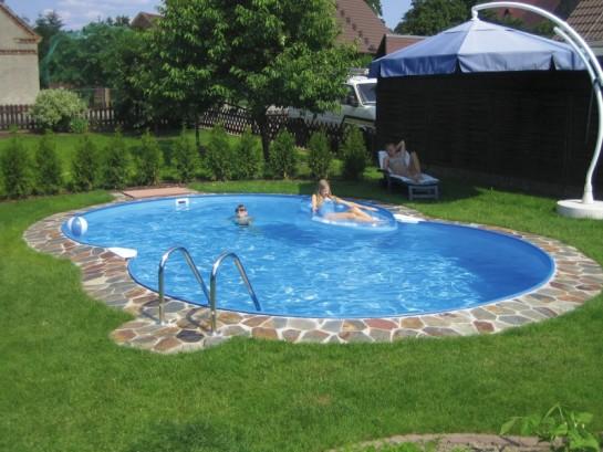 облагораживание территории около дома при помощи бассейна