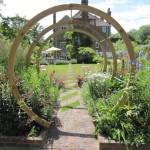 Вход в сад в английском стиле
