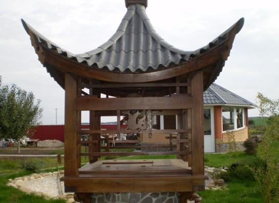 Необычный домик для колодца