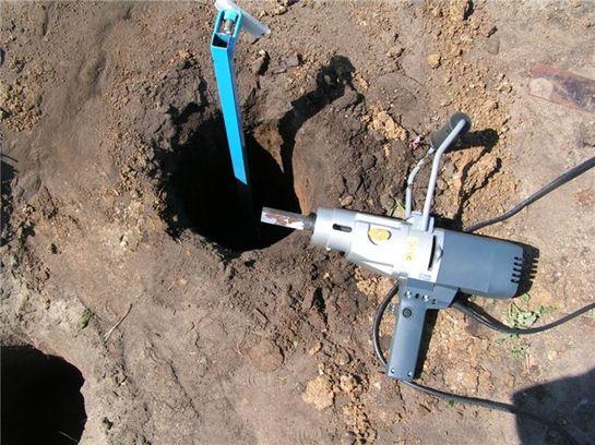 Самодельный буровой инструмент с электроприводом