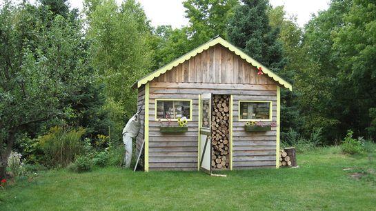 Отдельно стоящий домик-дровяник