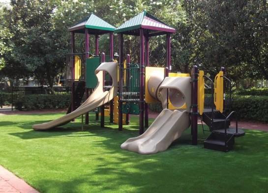 Газон на детской площадке