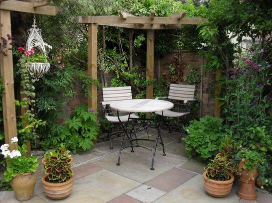 как красиво обустроить двор частного дома